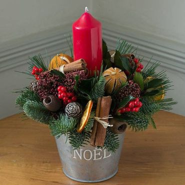 Inspiring Modern Rustic Christmas Centerpieces Ideas With Candles 69