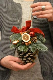 Inspiring Pine Cones Christmas Decoration Ideas 15