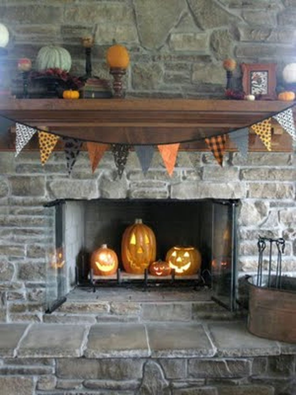 Scary But Classy Halloween Fireplace Decoration Ideas 30