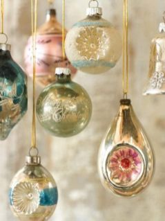 Stunning White Vintage Christmas Decoration Ideas 19