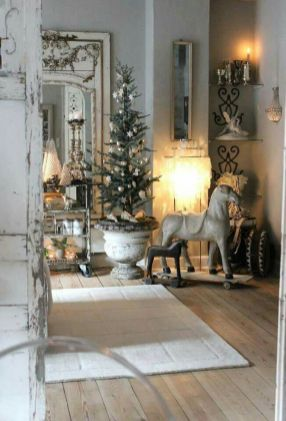 Stunning White Vintage Christmas Decoration Ideas 23