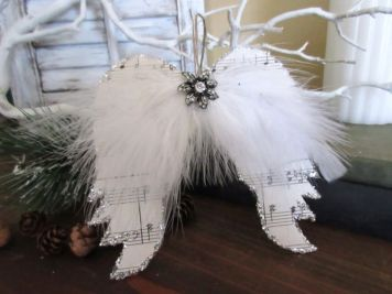 Stunning White Vintage Christmas Decoration Ideas 40