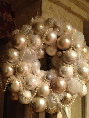 Stunning White Vintage Christmas Decoration Ideas 51