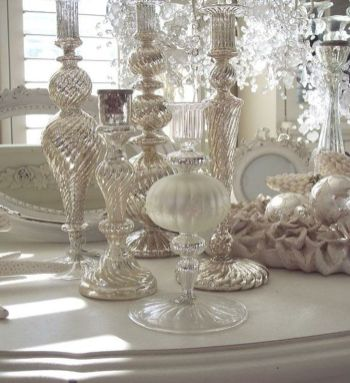 Stunning White Vintage Christmas Decoration Ideas 53