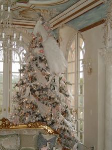 Stunning White Vintage Christmas Decoration Ideas 58