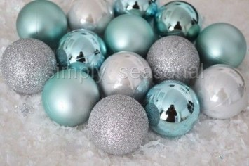 Amazing Silver And Blue Christmas Decoration Ideas For Christmas And New Year05