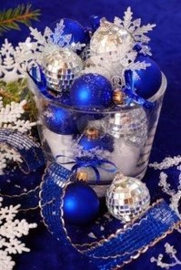 Amazing Silver And Blue Christmas Decoration Ideas For Christmas And New Year17