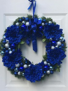 Amazing Silver And Blue Christmas Decoration Ideas For Christmas And New Year18