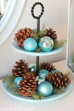 Amazing Silver And Blue Christmas Decoration Ideas For Christmas And New Year24