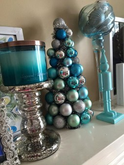 Amazing Silver And Blue Christmas Decoration Ideas For Christmas And New Year29