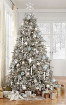 Amazing Silver And Blue Christmas Decoration Ideas For Christmas And New Year32