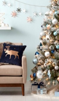 Amazing Silver And Blue Christmas Decoration Ideas For Christmas And New Year38