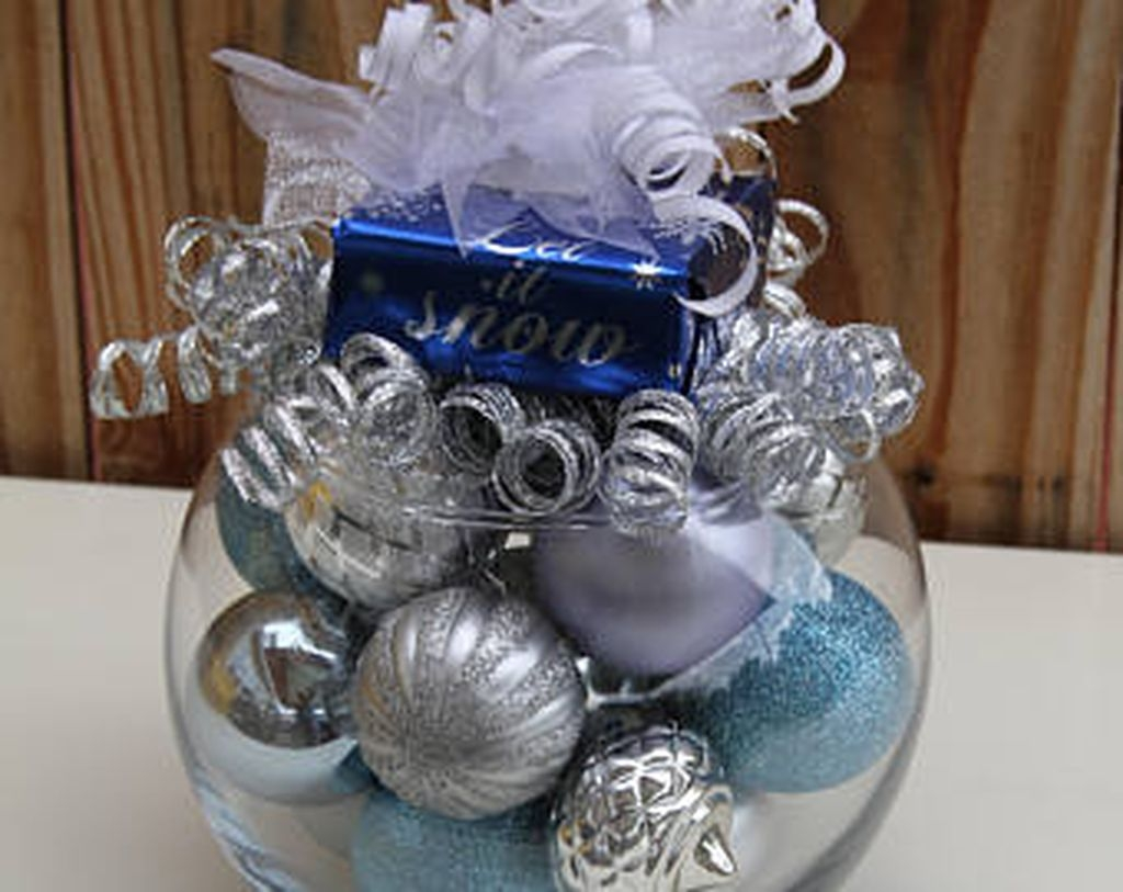 Amazing Silver And Blue Christmas Decoration Ideas For Christmas And New Year41