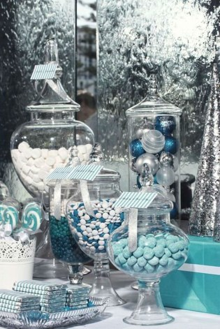 Amazing Silver And Blue Christmas Decoration Ideas For Christmas And New Year42