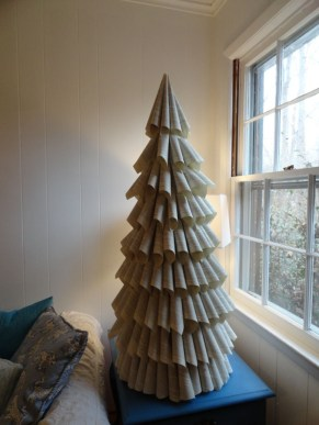 Brilliant And Inspiring Recycled Christmas Tree Decoration Ideas 24
