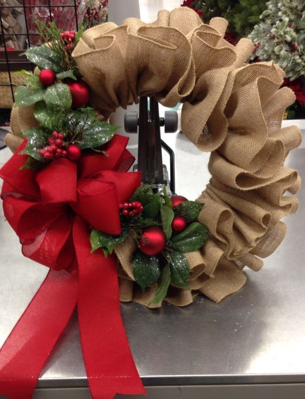 Colorful Christmas Wreaths Decoration Ideas For Your Front Door 12