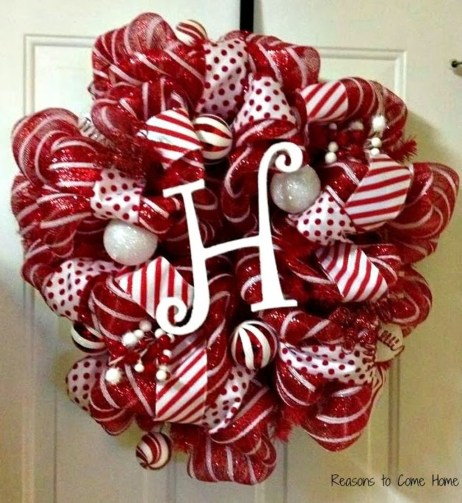 Colorful Christmas Wreaths Decoration Ideas For Your Front Door 20