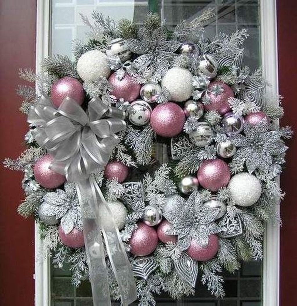 Colorful Christmas Wreaths Decoration Ideas For Your Front Door 34