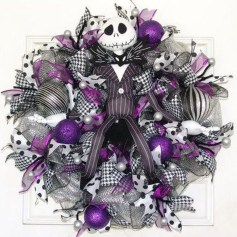 Colorful Christmas Wreaths Decoration Ideas For Your Front Door 43