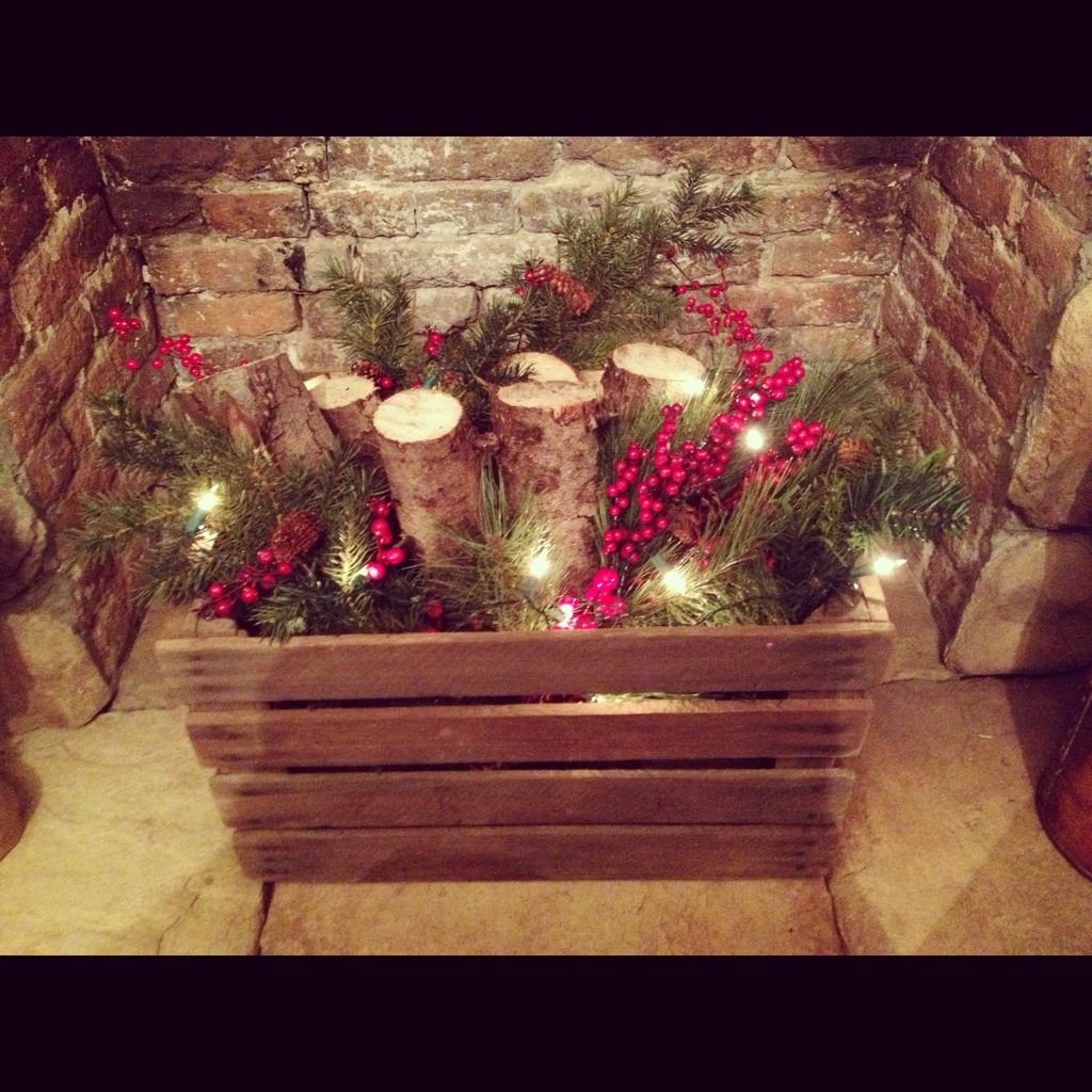Cozy Fireplace Christmas Decoration Ideas To Makes Your Room Keep Warm20
