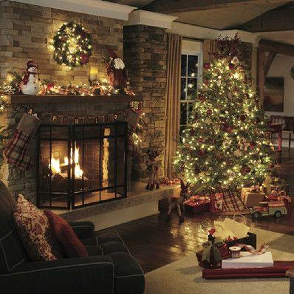 Cozy Fireplace Christmas Decoration Ideas To Makes Your Room Keep Warm28