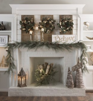Cozy Fireplace Christmas Decoration Ideas To Makes Your Room Keep Warm37