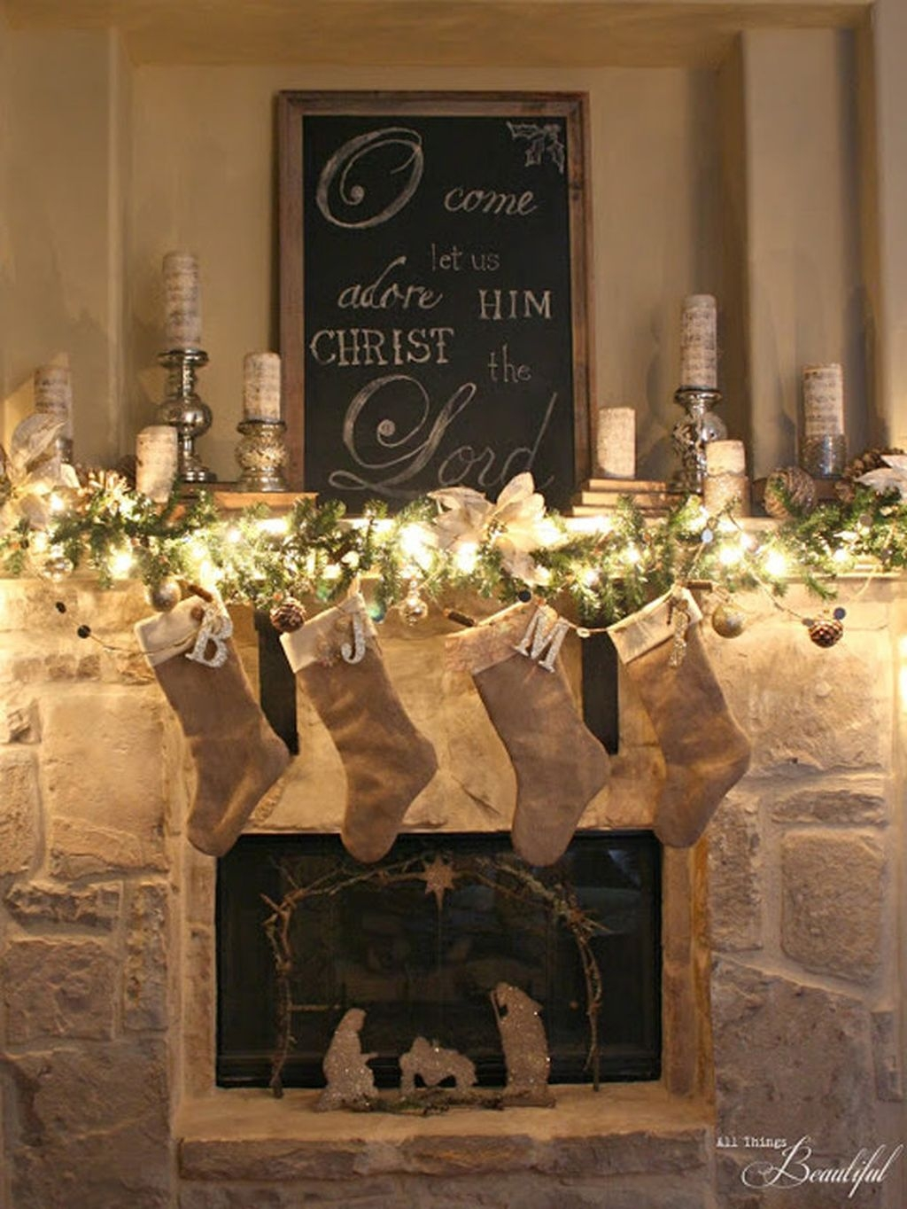 Cozy Fireplace Christmas Decoration Ideas To Makes Your Room Keep Warm41