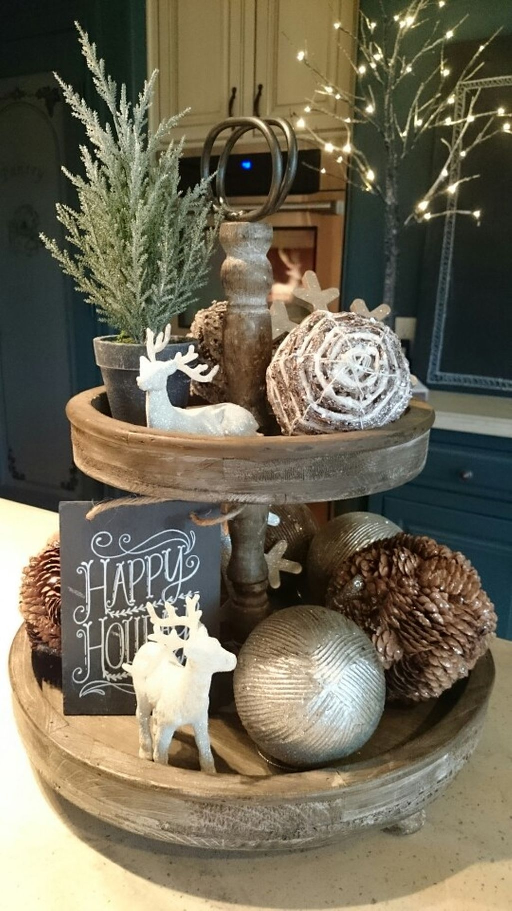 Eye Catching Rustic Christmas Decoration Ideas To Jazz Up Your Home 08