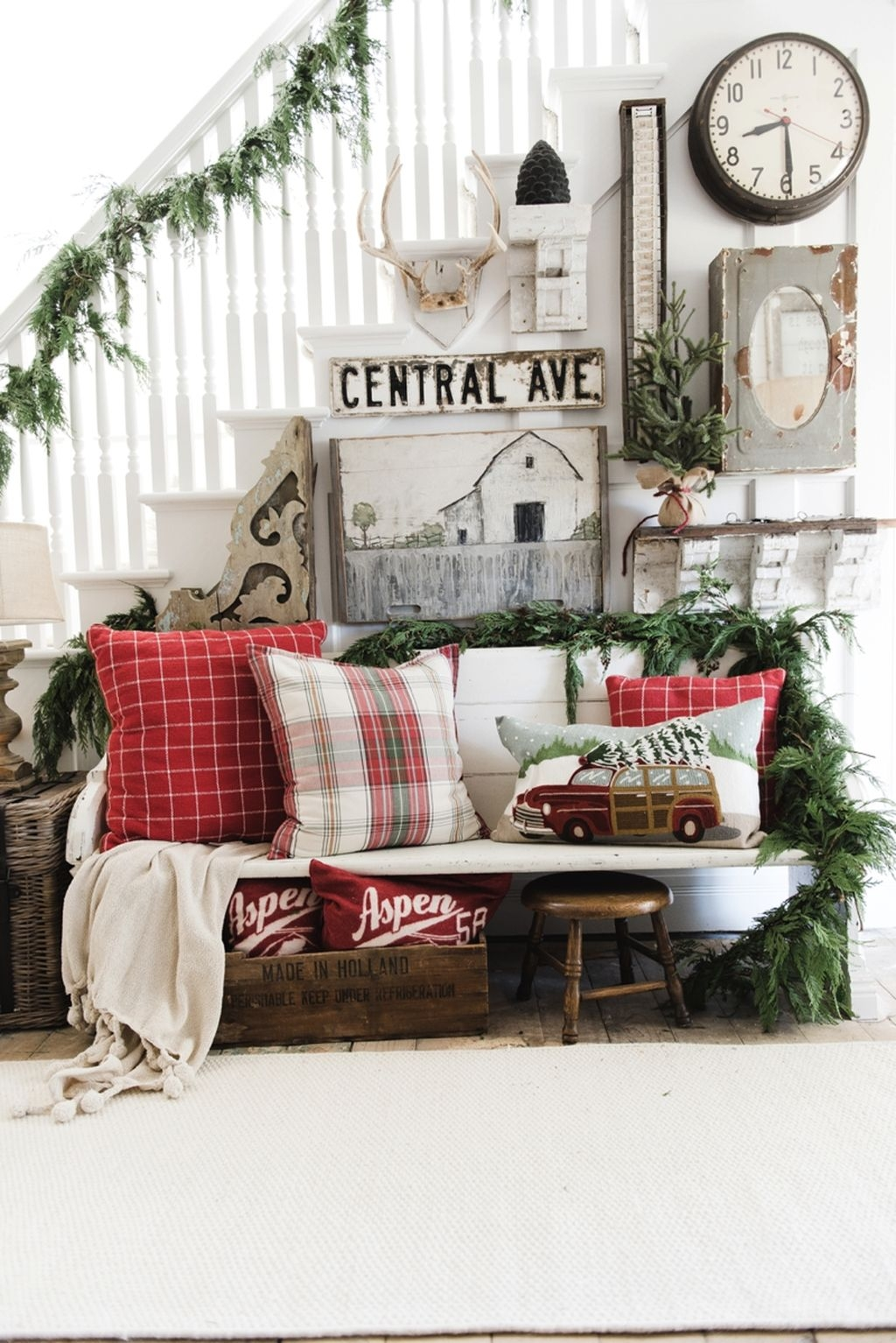 Eye Catching Rustic Christmas Decoration Ideas To Jazz Up Your Home 25