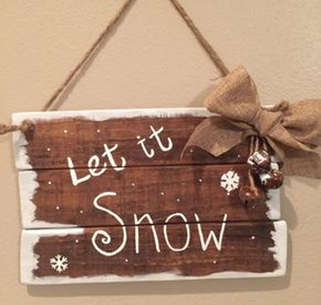 Eye Catching Rustic Christmas Decoration Ideas To Jazz Up Your Home 37