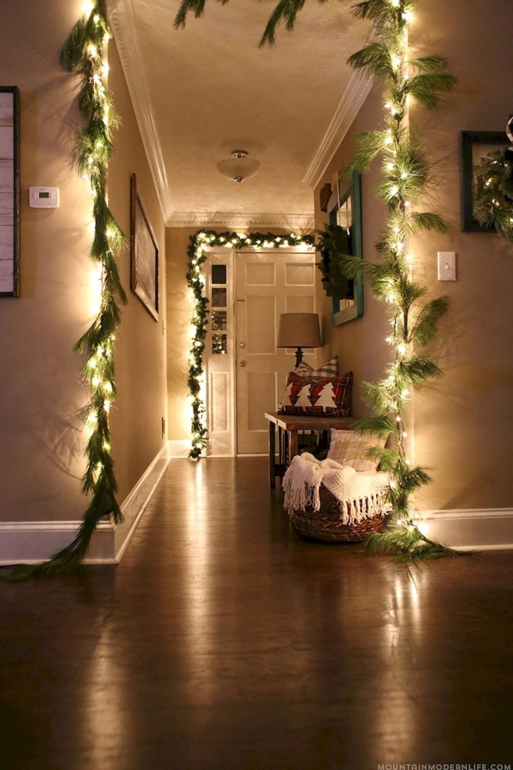 Gergerous Indoor Decoration Ideas With Christmas Lights10
