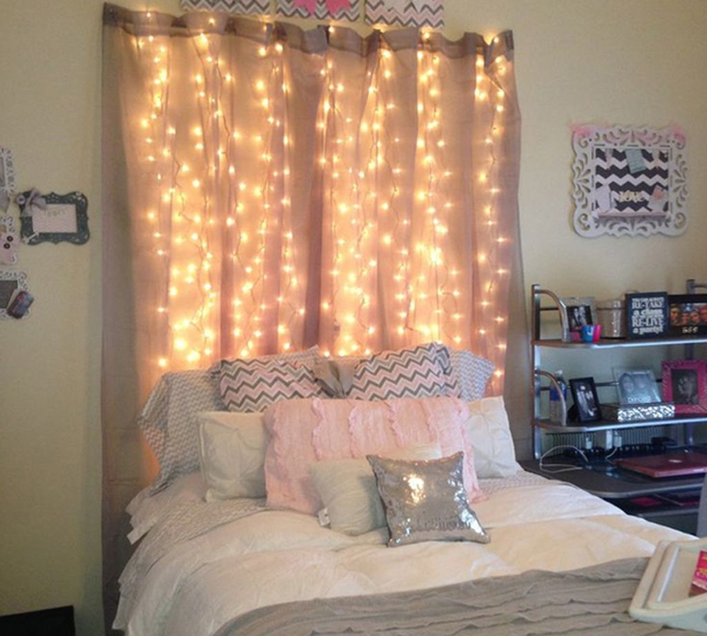 Gergerous Indoor Decoration Ideas With Christmas Lights12
