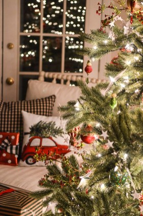 Gergerous Indoor Decoration Ideas With Christmas Lights19