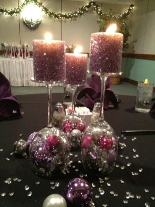 Romantic Christmas Centerpieces Ideas With Candles 11