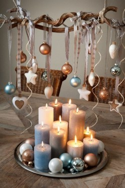 Romantic Christmas Centerpieces Ideas With Candles 31