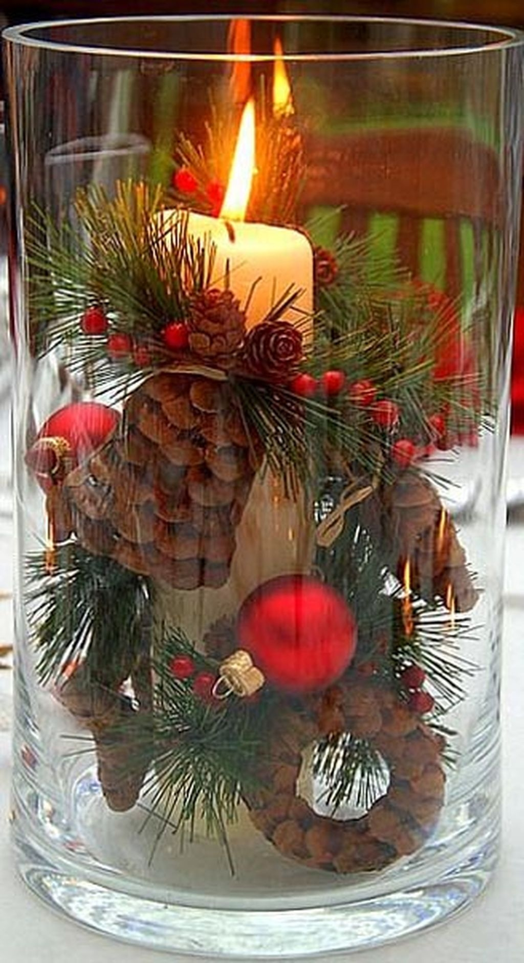 Romantic Christmas Centerpieces Ideas With Candles 36
