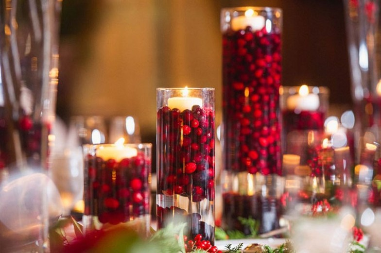 Romantic Christmas Centerpieces Ideas With Candles 39