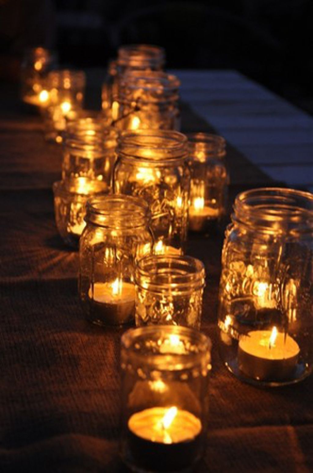 Romantic Christmas Centerpieces Ideas With Candles 44