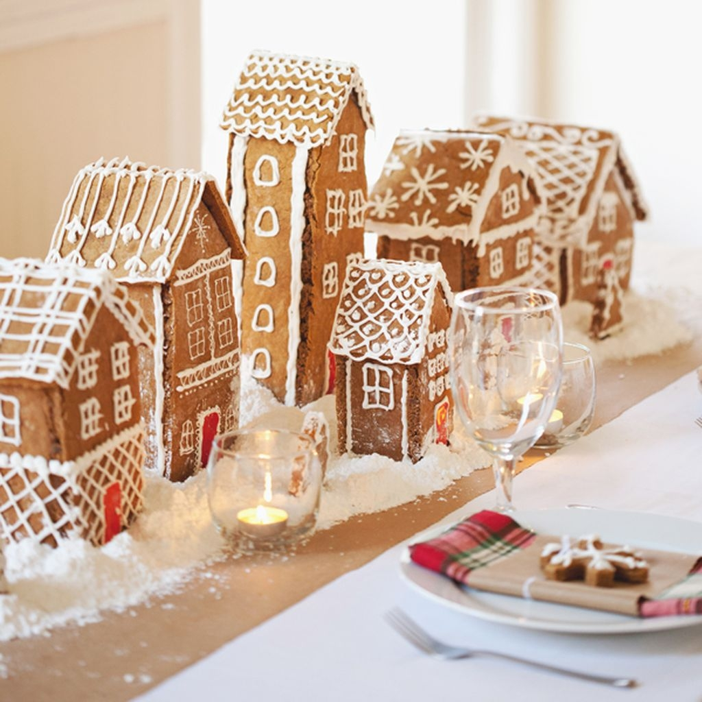 Romantic Christmas Centerpieces Ideas With Candles 46
