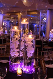 Romantic Christmas Centerpieces Ideas With Candles 59