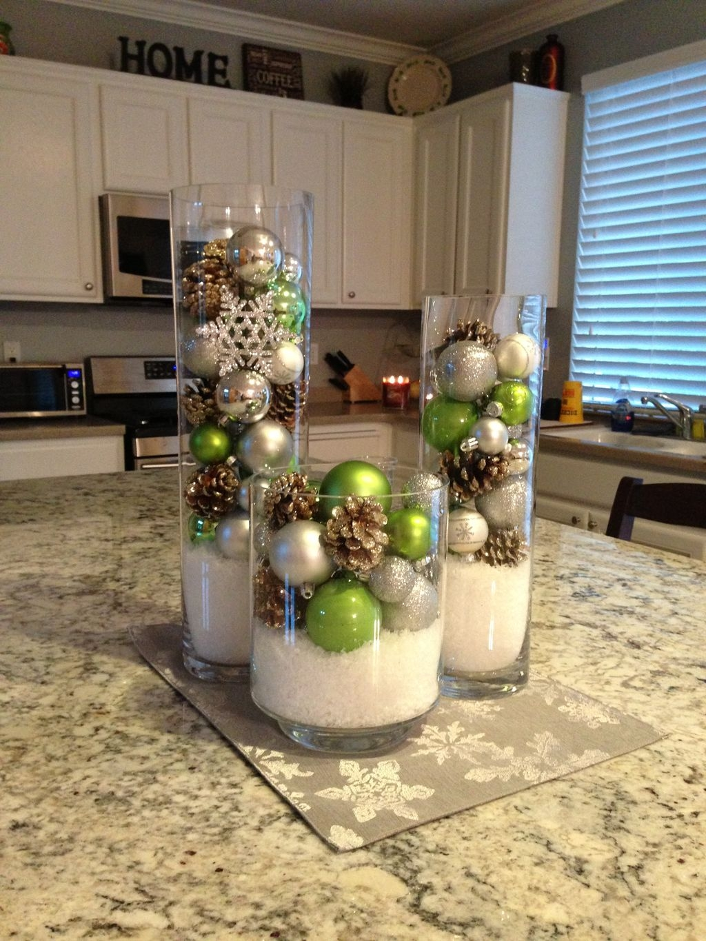 Simple And Easy Christmas Centerpieces Ideas32