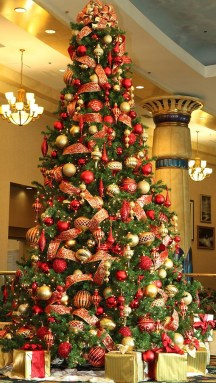 Totally Inspiring Red And Gold Christmas Decoration Ideas 08