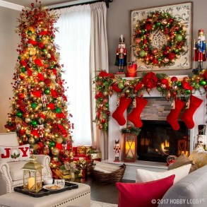 Totally Inspiring Red And Gold Christmas Decoration Ideas 21
