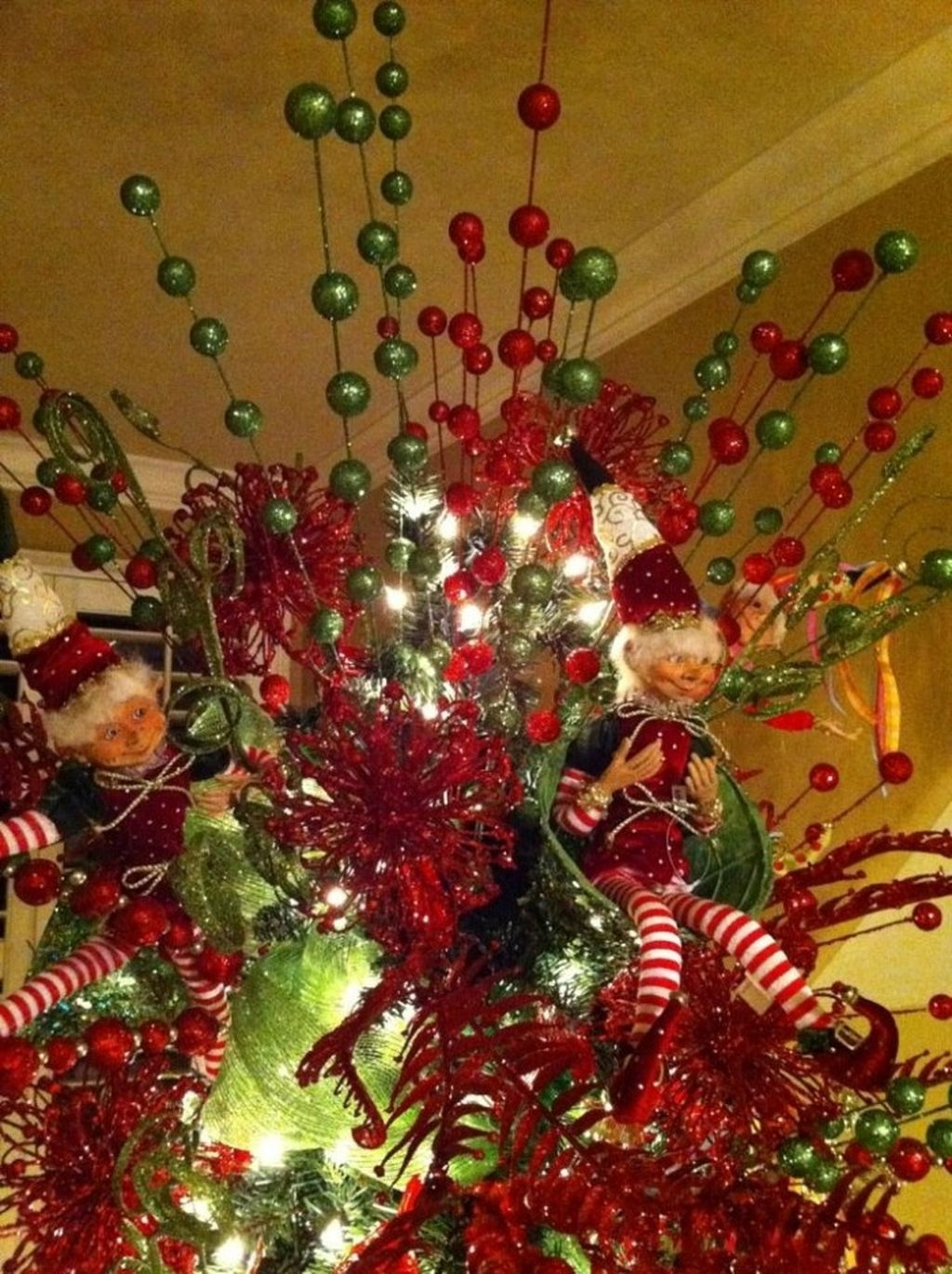 Unique But Inspiring Christmas Tree Toppers Decoration Ideas 28