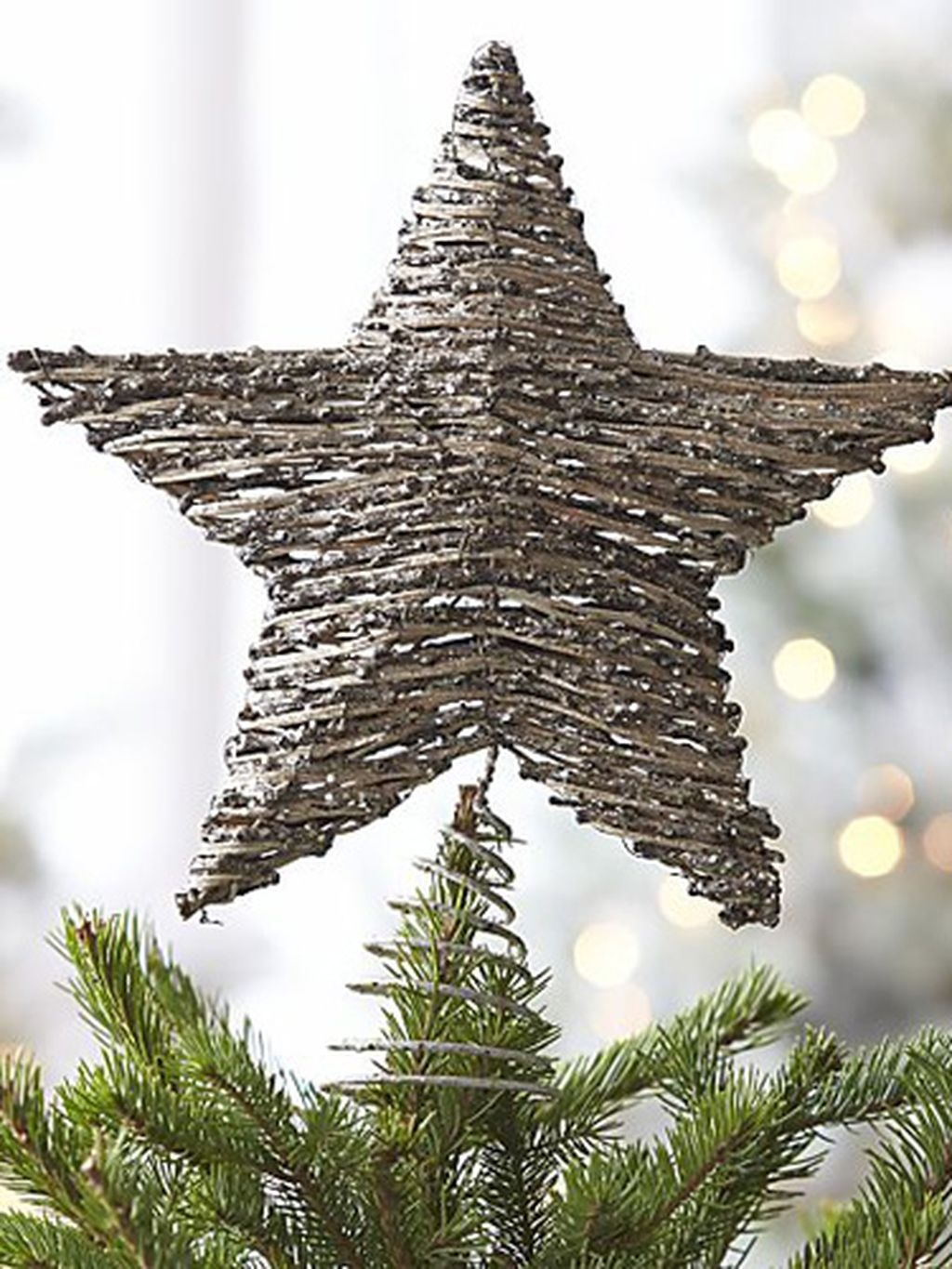 Unique But Inspiring Christmas Tree Toppers Decoration Ideas 40