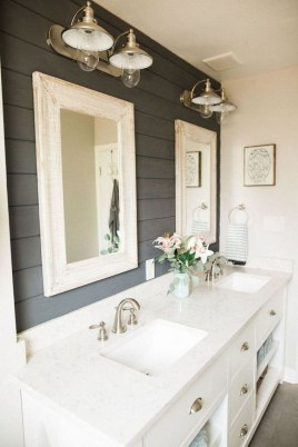 Cozy And Relaxing Farmhouse Bathroom Design Ideas16