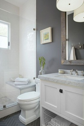 Cozy And Relaxing Farmhouse Bathroom Design Ideas27