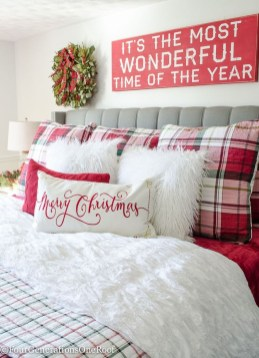 Cozy Plaid Decor Ideas For Christmas 15