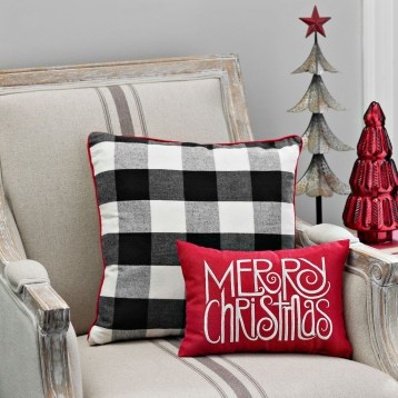 Cozy Plaid Decor Ideas For Christmas 17