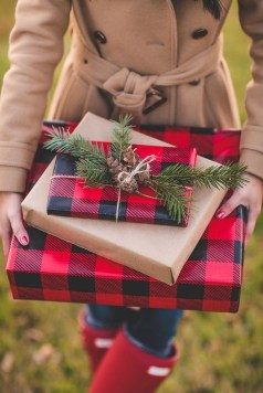 Cozy Plaid Decor Ideas For Christmas 18